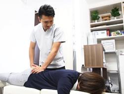 宇治市の杉田鍼灸整骨院のスポーツ外傷施術風景