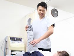 宇治市 杉田鍼灸整骨院の腰痛施術風景01