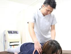 宇治市の杉田鍼灸整骨院の頭痛治療風景