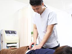 宇治市 杉田鍼灸整骨院の鍼灸の施術風景